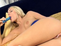 Sweetheart Is Clipping Her Pussy Lips