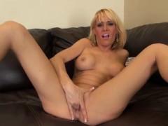 Mikki Lynn Hot And Wild Masturbating