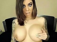 Hot Tattooed Babe Masturbating On Cam
