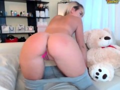 Amateur Webcamg Girl Toys Her Pussy And Ass