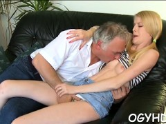 Steaming Young Honey Deepthroats Old Man Gets Pussy Licked