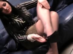 Foot Fetish Girl In Stockings Plays