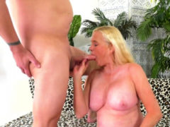 Horny Blonde Grandma Sara Skippers Shows Off Her Experience