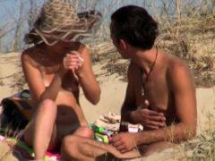 Beach Voyeur Amateurs Nudist Close Up Shaved – Hairy Pussy