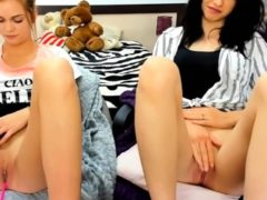 Teens Play Pussy On Live Cam